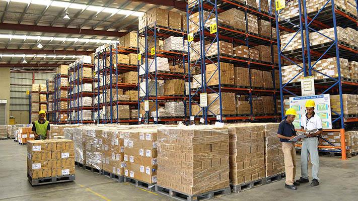 Khu vực bảo quản trong nhà máy đạt chuẩn gmp