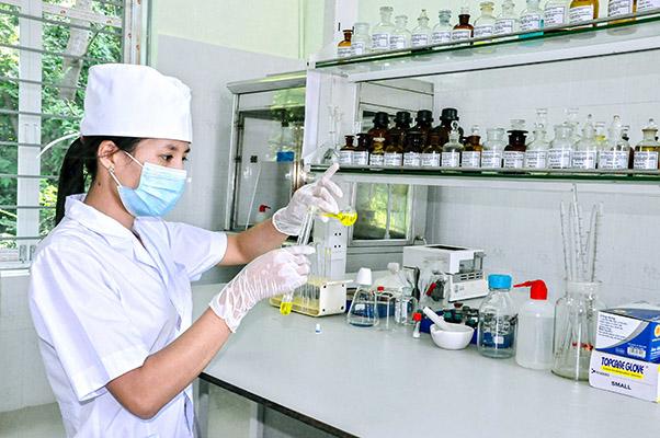 Khu vực kiểm nghiệm trong nhà máy đạt chuẩn GMP