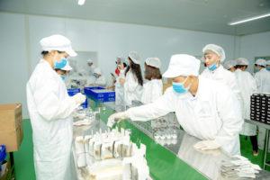 Điều kiện về người sản xuất mỹ phẩm theo quy định về điều kiện sản xuất mỹ phẩm