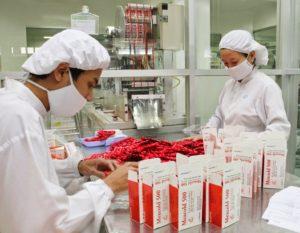 Kiểm soát nhân viên trong nhà máy dược phẩm